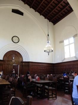 Frary's Dining hall, qui ressemble un peu à Poudlard. Il s'agit d'un des restaurants du campus