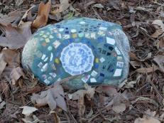 Petites pierres inscrustées, qui ponctuent notre promenade.