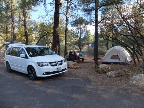 Notre camp, avec notre Dodge blanche