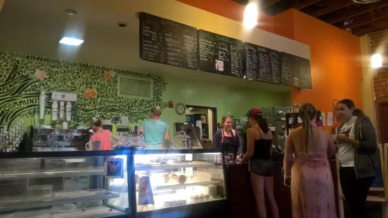 Motley: le fameux café de Scripps, qui se revendique si féministe, qu'on peut acheter des tampons et des serviettes hygiéniques avec son cappucino.