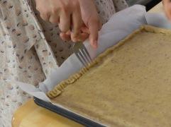 Préparation du fond de tarte avec beaucoup de soin