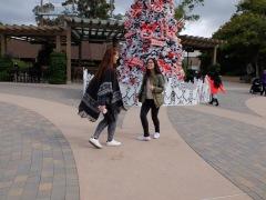 Dansons devant l'arbre de Noël