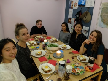 De gauche à droite : Mélanie, Maÿlis, Jonathan, Tiffany, Ariane et Grete.
