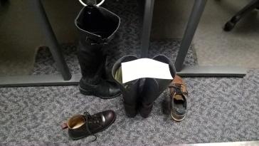 Chaussures dans le LRO, notre bureau.