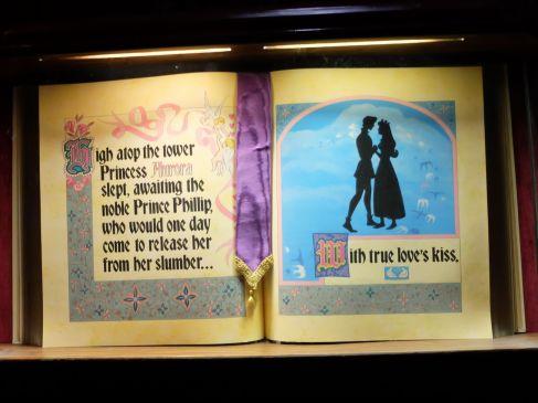 Dans le château, on peut redécouvrir l'histoire de la Belle au Bois Dormant