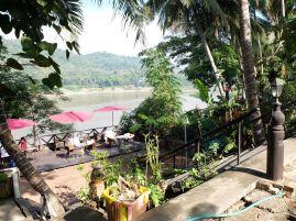 Une terrasse sur le bord du Mékong