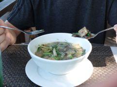 Jérémy a décidé lui, de tester une soupe appelée Or Lam, une spécialité tout à fait locale.