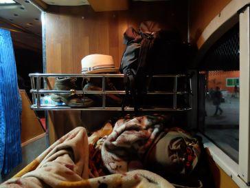 Avec nos couvertures et nos bagages (toujours légers)