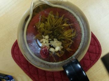 Une fleur de thé, offerte par Ariane. L'effet est vraiment étonnant.