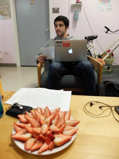 Des fraises joliment disposées pour grignoter
