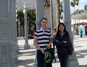 Victor et April, parmi les nombreux lampadaires de Miracle Mile.