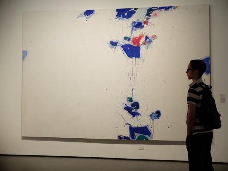Quand le visiteur lui-même, avec son profil dessiné en ombres chinoises, vient apporter sa propre petite touche à l'oeuvre.