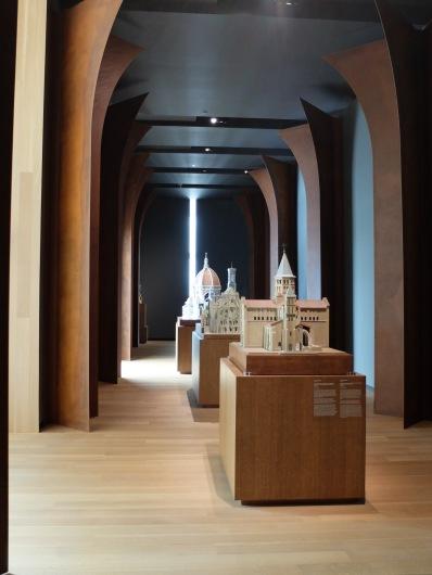 Au dernier étage, Moyen Âge et maquettes architecturales.