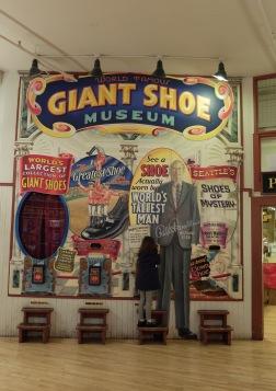 Le musée de la Chaussure Géante...
