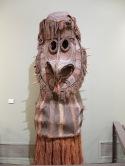 Un masque de Papouasie-Nouvelle-Guinée. Sa tête me rappelle celle d'une chouette. C'est un masque que je trouve moins inquiétant que les précédents !