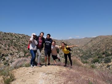 Braver le vent pour la photo de groupe