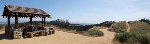 Panorama avec petit kiosque.