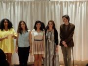 De gauche à droite : une inconnue dans une robe jaune, Dafini, Sabrina, Angela et Louis pour la remise officieuse des diplômes