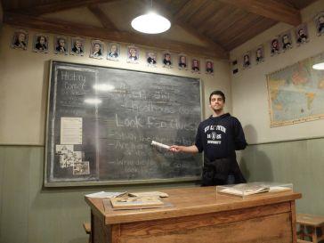 Professeur Joaquin, enseigne l'astrophysique ! C'était très pratique quand je prenais des cours d'astronomie !