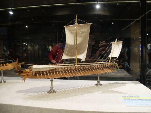 Trirème grecque (400 av. J.-C., pour le modèle hein, pas la maquette !).