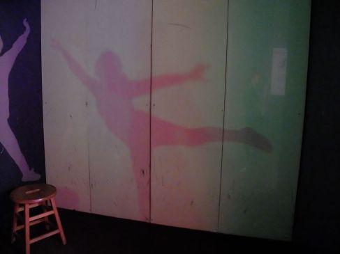Mon ombre continue de danser sans moi.