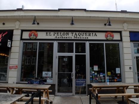 """El Pelon Taqueria où nous avons déjeuné un midi lors de notre journée dédiée à la visite du musée des Beaux-arts. C'est mignon, mais """"Pelon"""" signifie """"chauve"""" !"""