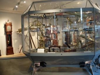 ...et d'exposition ! Un espace est dédié à la présentation du matériel scientifique possédé par l'Université.