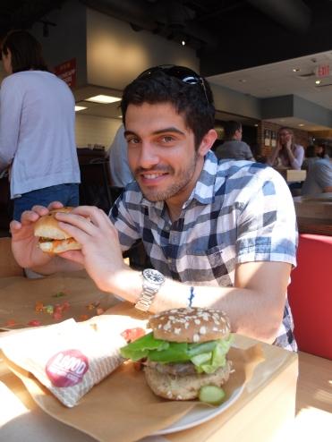 Burgers chez B.Good qui a le côté positif de privilégier les produits locaux.