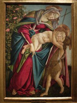 """Sandro Botticelli, """"La Vierge à l'Enfant avec le jeune saint Jean-Baptiste"""", 1505 : quelle composition étrange ! On dirait que le cadre était trop petit... Cela rend un caractère plutôt solennel et en même temps, cela reste assez énigmatique..."""