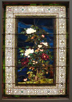 """John La Farge, """"Pivoines courbées dans le vent"""", 1886. Un vitrail s'est glissé parmi les tableaux, saurez-vous le reconnaître ? En tout cas il illustre à merveille le courant esthétique anglais de la fin du XIXe siècle (l'art pour l'art ou, pour citer Oscar Wilde : """"tout art est complètement inutile"""")."""