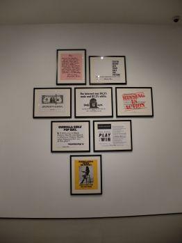 Une sélection d'oeuvres du collectif Guerrila Girls, toujours actif aujourd'hui.