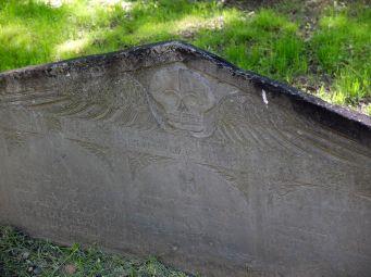 La décoration des tombes est un peu étrange...