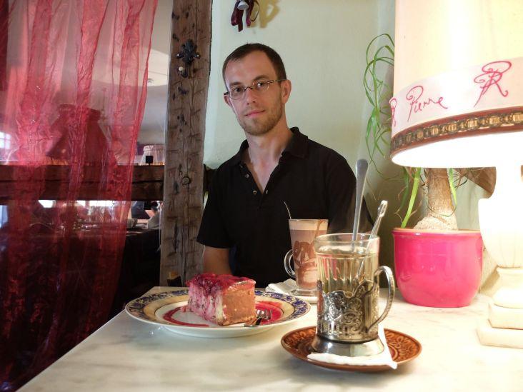 Le chocolat chaud était apparemment délicieux, le thé l'était tout autant (surtout dans cette magnifique tasse russe) et je vous laisse deviner pour le cheesecake !