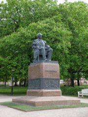 """""""Le Père du Chant"""" : une statue d'un grand écrivain estonien."""