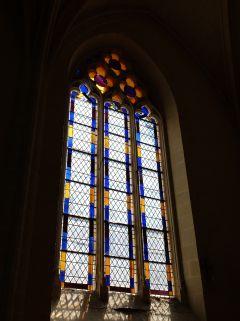 ...pour trouver les vitraux qui ne sont plus d'époque (les premiers ont été vendus).