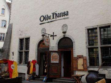 Un restaurant médiéval, conseillé par Andréa, par Grete et toute la population de Tallinn. Bref, à faire !