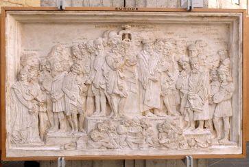 Un des quatre bas-reliefs accompagnant la statue de Gutemberg : du beau monde !