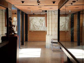 Sous la mezzanine, on découvre une galerie tout aussi chaleureuse et lumineuse que le reste du musée. Y sont exposées plusieurs médailles : c'est un peu moins ma tasse de thé...