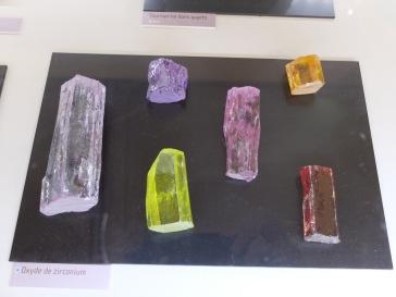 De jolis oxydes de zirconium.