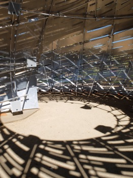 A l'intérieur de l'Orbit Pavilion.