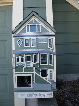 ...et le modèle miniature, petite bibliothèque de rue.