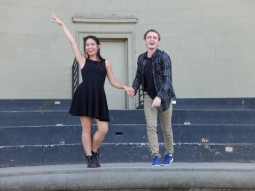 A côté du musée, Mykyta et moi assurons le spectacle sur scène.