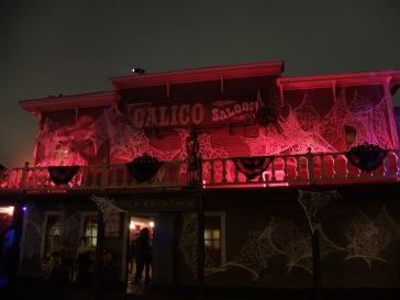 Les saloons hantés : on entre dans cette ambiance de cabaret mystique et mystérieux que j'aime beaucoup.