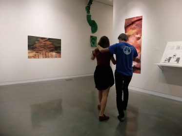 Danser dans une galerie d'art !