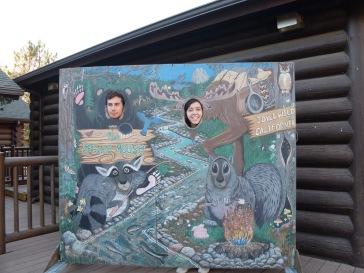 José et son amie Marta posent parmi les animaux d'Idyllwild.