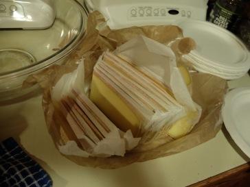 Le papier entre chaque tranche de fromage, c'est vraiment... américain (et inutile).