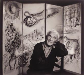Un portrait de Marc Chagall par Yoursuf Karsh réalisé en 1965. Avec mon cours d'histoire de l'art ce semestre, j'ai appris à m'intéresser aux portraits et autoportraits des artistes qui en disent très long sur leur personnalité. Chagall a une bonne tête je trouve, avec une expression joviale, des yeux rieurs et un sourire très doux.