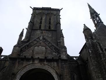 Encore une église et un temps parfaits pour tourner un film.