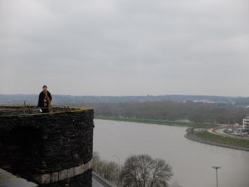 Aventurier solitaire au château d'Angers.