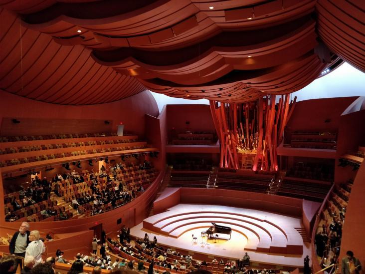 Dans la salle de concert, aucune mauvaise place et une architecture tout à fait fantastique !